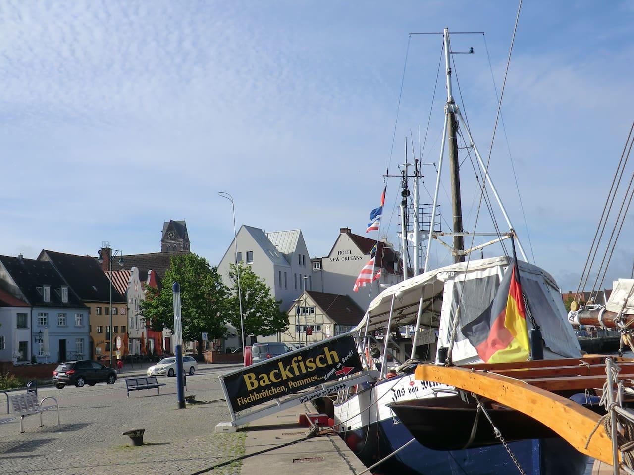 alter Hafen mit Altstadtblick nur 5 Minuten von der FEWO entfernt!