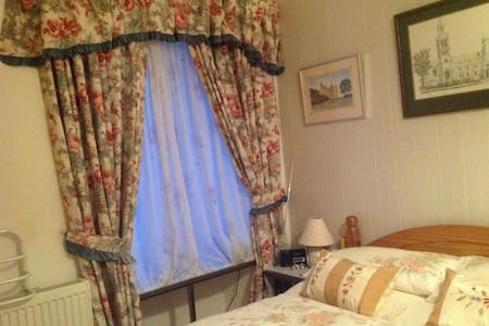 Une Chambre double de charme - Bed & Breakfast