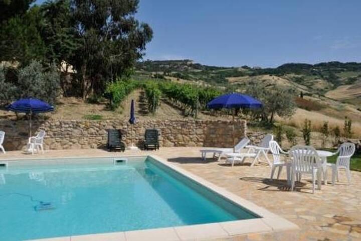 Panorama Volterra & pool
