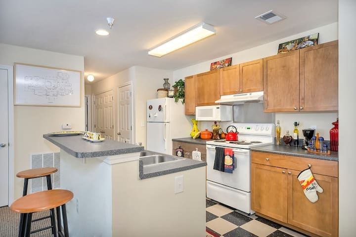 1 BR/2 guests & 2 BR/4 guests options (Listing 1)