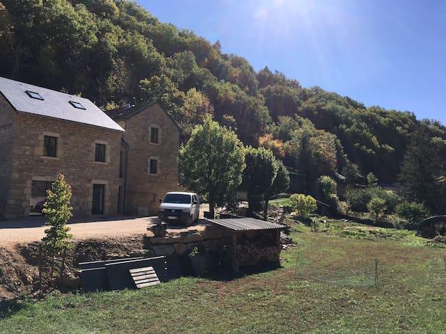Maison dans La Canourgue village étape