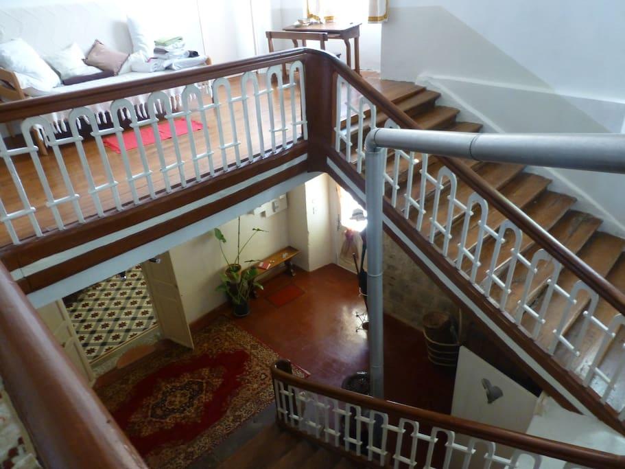 Vue d'en haut de l'escalier
