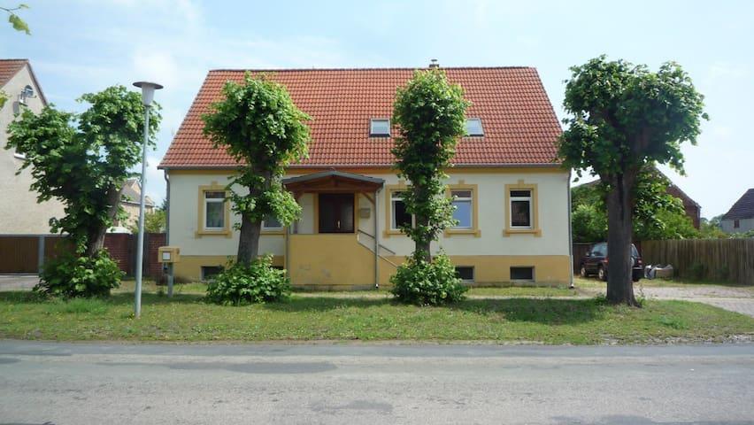 Ruhiges Dorfleben, 60 km von Berlin - Nennhausen OT Liepe - Casa