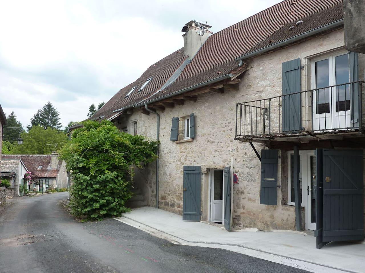 Maison de village à 100m de la Dordogne.