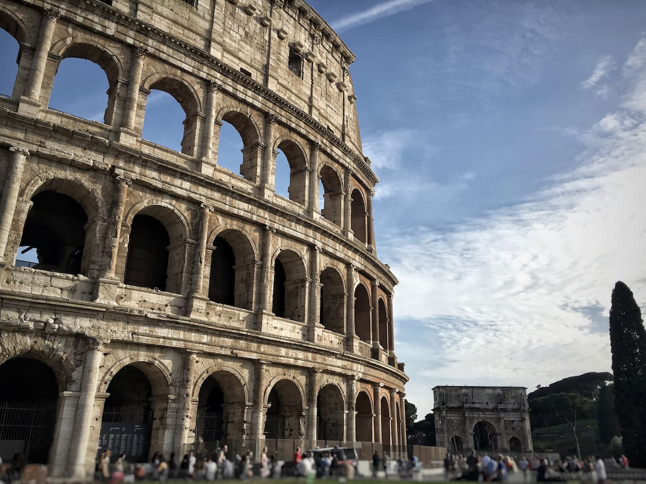 10 minutes walking distance to Colosseum