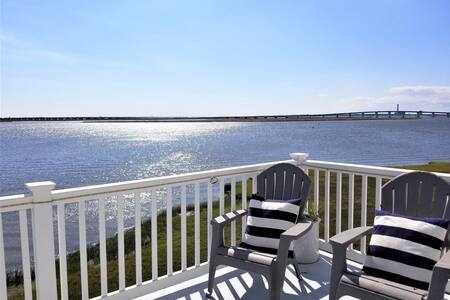 Waterfront + Boatslip + Pet Friendly _ 4BR + 3.5BA