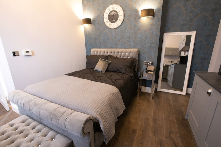 Tombland. Beautiful apartment close to city centre