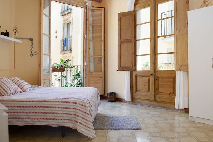 Large Double Room - Barcelona - Apartment