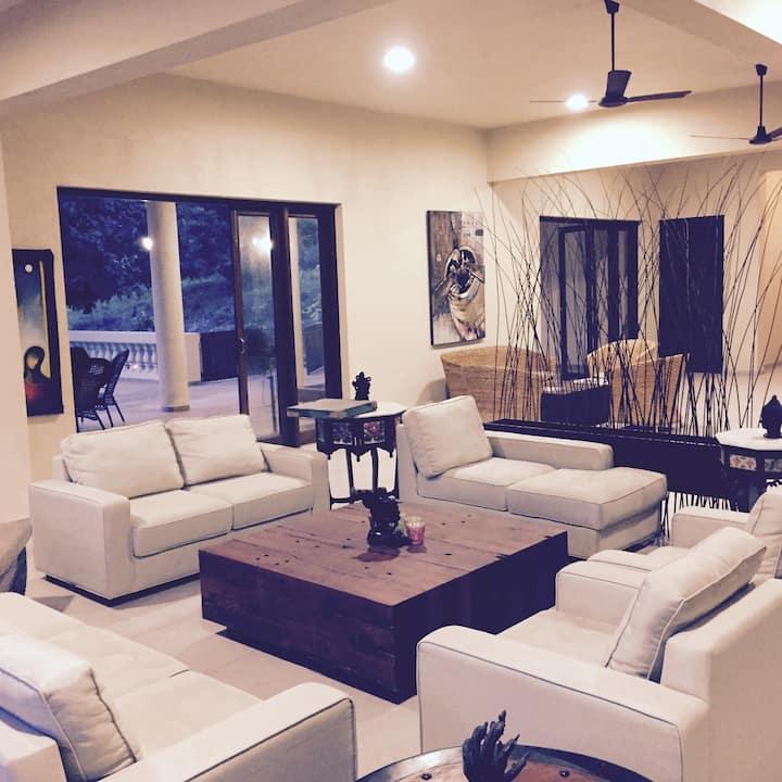 7 A/C Bedrooms &Den Luxury 5 star Villa of Kashid
