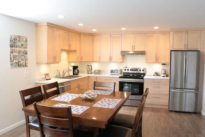 ★★★★★ Executive Condo ♡ Location Close to Downtown