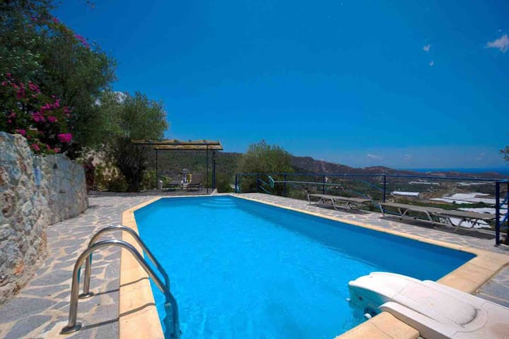 Villa S-E Crete with private pool