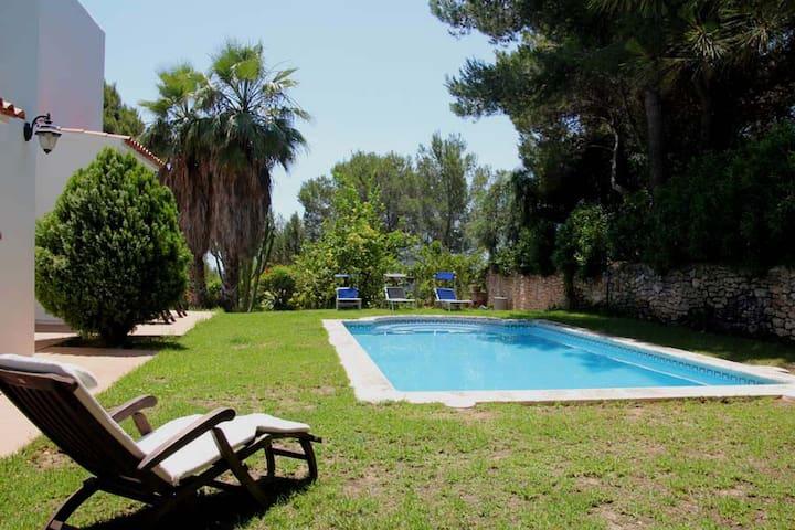 habitacion, terraza y piscina - santa Eulalia del Rio - Bed & Breakfast