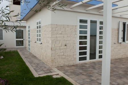 Wonderful villa with big garden - Donnalucata - Hus