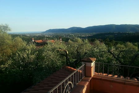 Beautiful room with wonderful view - Sarzana