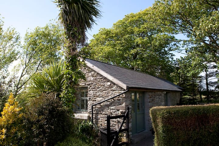 Charming old stables studio cottage - Clonakilty - Kabin