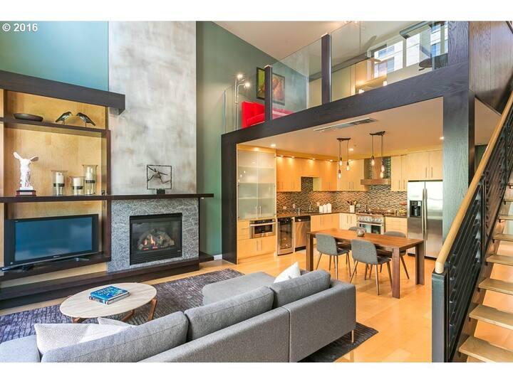 NEW Luxury 2 bedroom + Condo /Pearl District