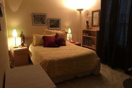 Peaceful and Pleasant Room - Maple Valley - Bed & Breakfast