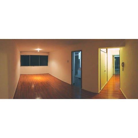 Se ofrece habitacion + baño propio - Las Condes - Appartement