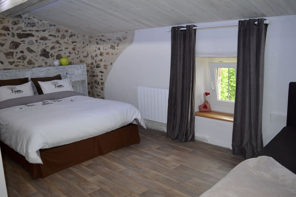 Chambre d 39 h tes b b chambres d 39 h tes louer thoiras for Chambre d hotes languedoc