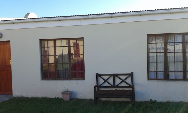 Lekker Rus Holiday Cottage - Gansbaai