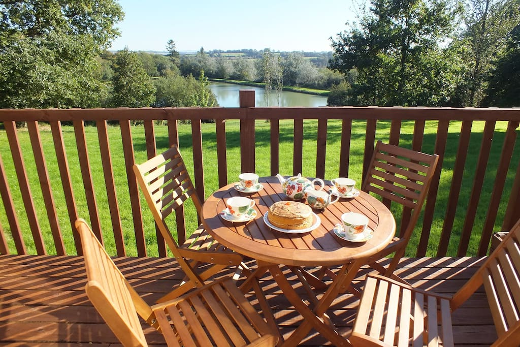Kingfisher has a private, South-facing terrace overlooking the lake and rolling Devon countryside beyond