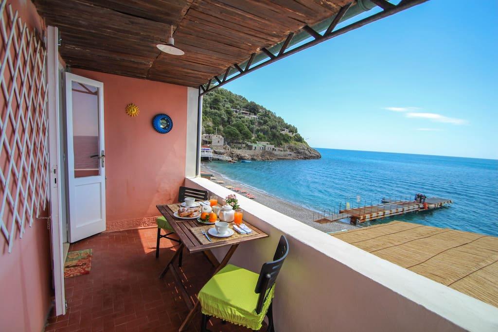 Il Terrazzino sul mare-casa vacanze venite a scoprirci , ci ritornerete!/Rent  a Holiday Home (all apartment).