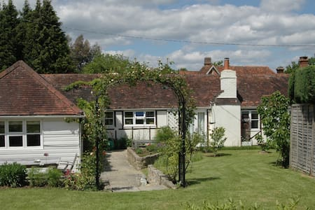 Charming cottage in W Sussex - Near Petworth - Hus