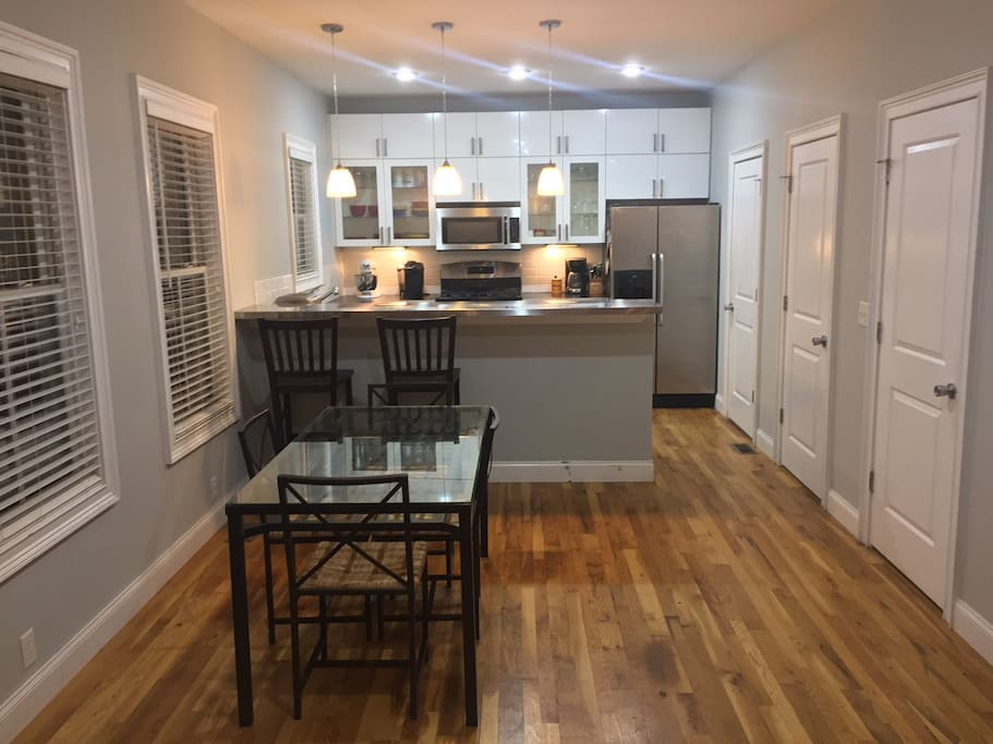 Full Kitchen & Dining Area