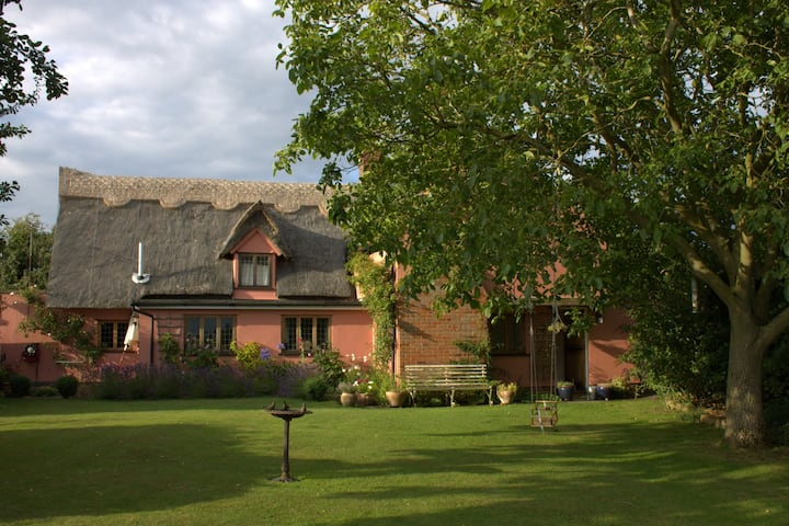 Charming cottage nr Bury St Edmunds