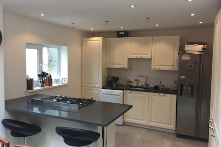 2 dbl bedrooms in Victorian Terrace in Cardiff Bay