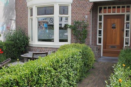 Sunny house near CS Alkmaar - Ház
