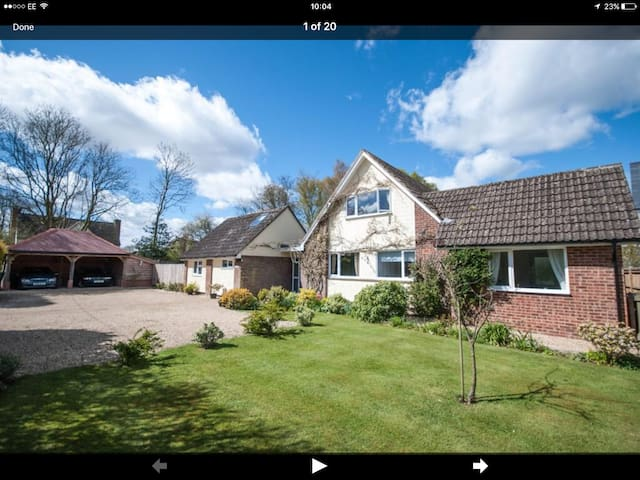 HENHAM, ESSEX VILLAGE, SKY, WIFI, PUB & WALKS - Henham - Ház