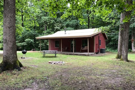 Kishauwau's Starved Rock Area Cabins - Romantic Whirlpool (Apache) Cabin For 2, No Kids, No Dogs