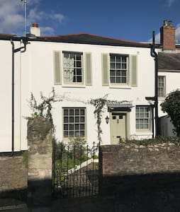 Cosy Cottage with beautiful sea views - Ryde - Дом