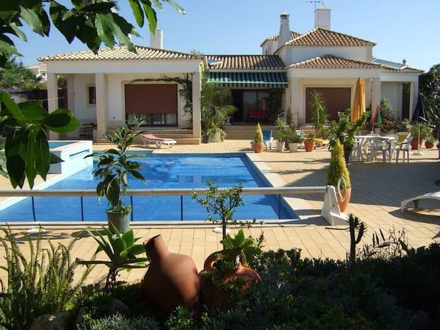 Great Holiday Villa with large pool, free Aug-Sept