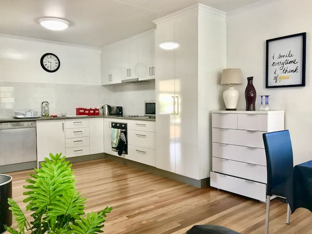 ❤️Top Level of Queenslander Home❤️ City Outskirts