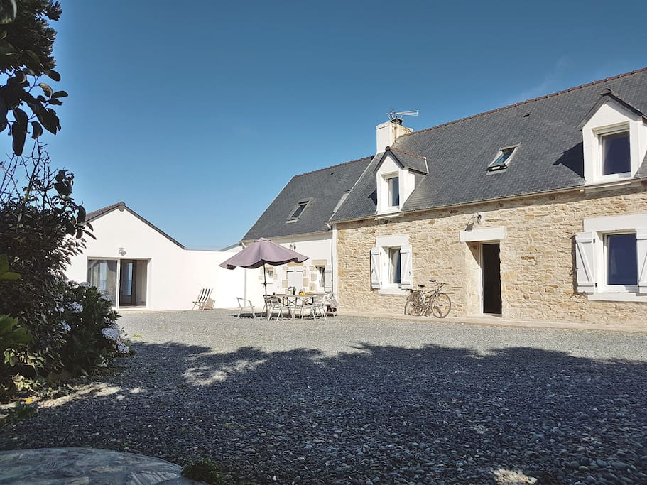 the house - front - devant la maison
