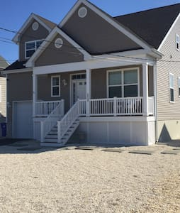 Newer home on the water, perfect for a getaway. - Toms River - House
