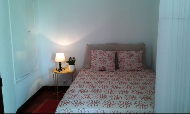 Apartamento no Estoril com varanda.