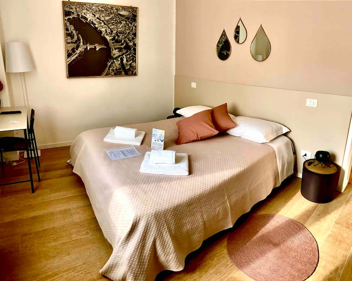 Verona Room, private bathroom, car park, breakfast