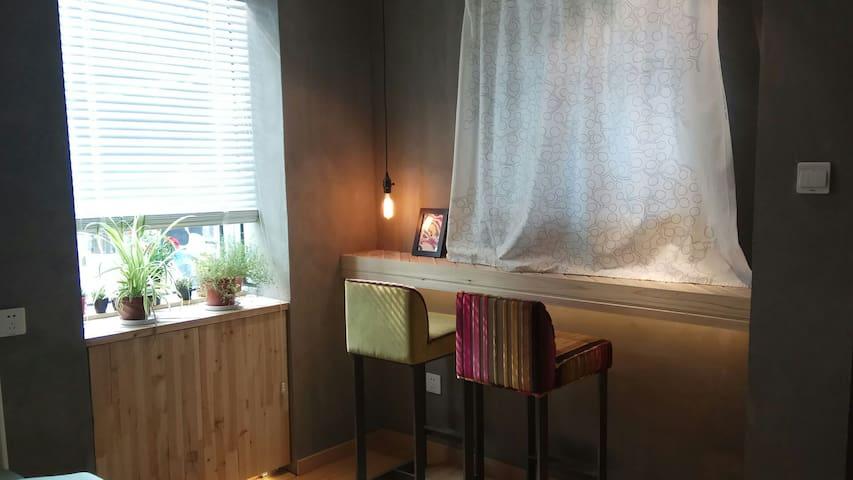 壹号房小吧台与飘窗