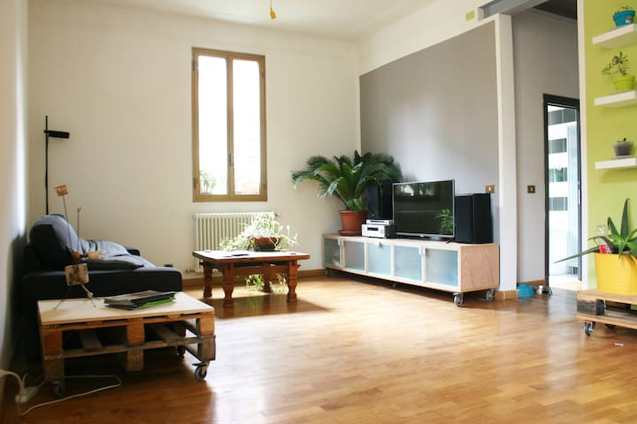 spacious apartment, bright & modern and quiet - Bologna