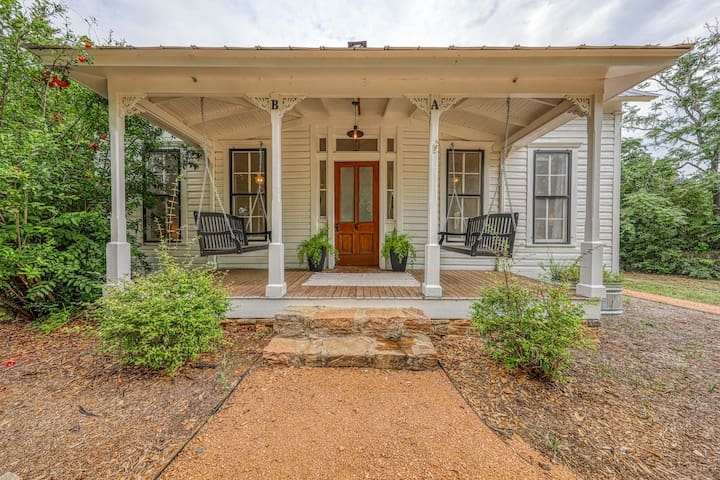 Updated B&B home w/ a kitchenette & shared hot tub, firepit & porch!