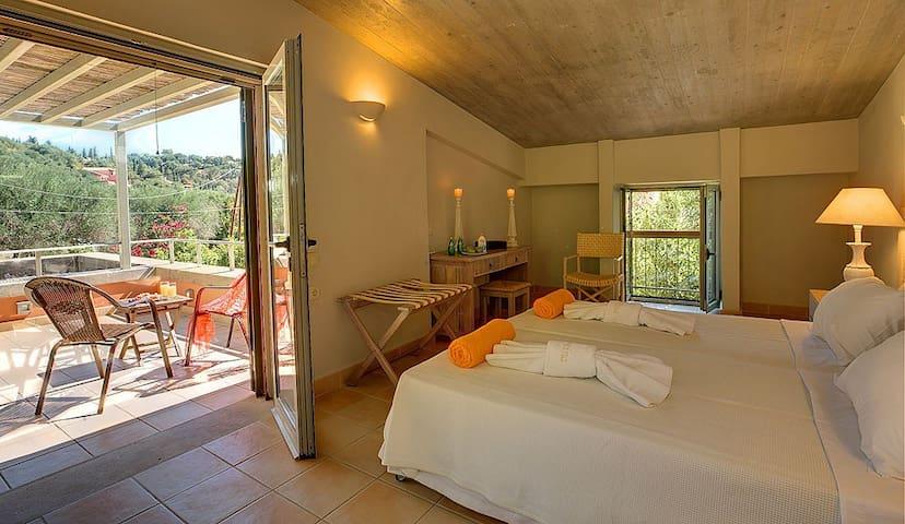 4 bedroom Villa sleeps 8 in Kalami 1