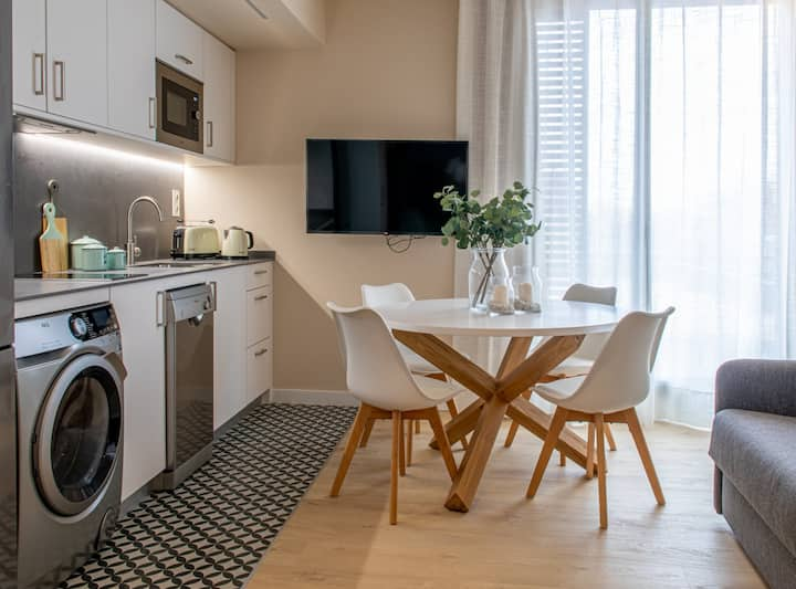 New & comfortable apartment with free parking by Barcelona Touch Apartments