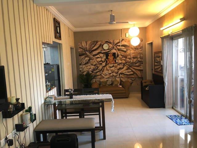 Spacious luxury room near M G Road