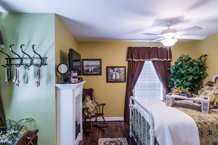 Carriage House Room C