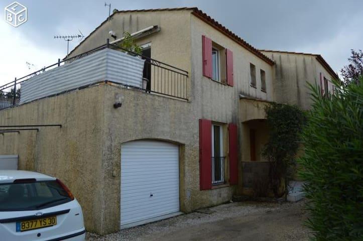 Chambre à louer/ min 3 jours - Nîmes - House