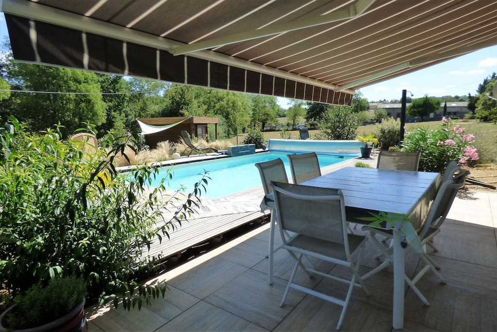 maison de vacances comtemporaine avec piscine maisons. Black Bedroom Furniture Sets. Home Design Ideas