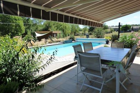 Maison de Vacances comtemporaine  avec piscine. - Villefranche-de-Rouergue - Hus